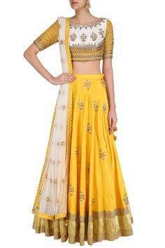 Priyanka Jain presents Off white gota patti embroidered blouse and yellow lehenga set available only at Pernia's Pop Up Shop. Raw Silk Lehenga, Yellow Lehenga, Indian Wedding Outfits, Indian Outfits, Indian Clothes, Lehga Choli, Chanya Choli, Bastilla, Lehenga Designs