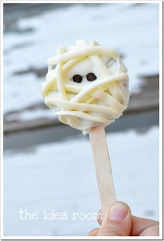 mummy oreo pops and a ton of other oreo pop ideas