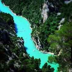 Vue vertigineuse des gorges du Verdon ! #sun #summer #verdon #gorges #canyon #bleu #blue #soleil #provence #france #pacatourism #pacatourisme #PACA #provencal #ocean #beach #tourism #tourisme #bleu #blue #tourismepaca #tourismpaca
