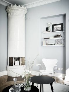Living Room : Cozy home with black accents – via Coco Lapine Design Cozy Living Rooms, Home And Living, Living Spaces, Living Room Decor Inspiration, Interior Design Inspiration, Bright Apartment, Gravity Home, Transitional Decor, Contemporary Decor