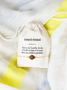 Le bracelet Initiale doré à l'or fin 24 carats - Edition limitée EMOI EMOI - Photo