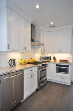 staggered white shaker kitchen cabinets | Aspen%2520White%2520Shaker%2520Corner%2520Kitchen