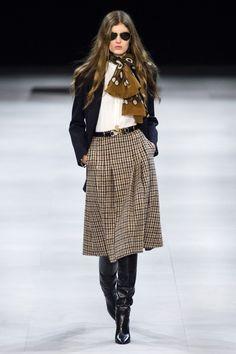 Celine Fall 2019 Ready Made Fashion Show .- Celine Fall 2019 Ready Made Fashion Show - Fashion 2020, Look Fashion, Skirt Fashion, Runway Fashion, Paris Fashion, 50 Fashion, Fashion Weeks, Petite Fashion, Fashion Details