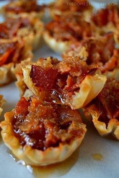 Maple Caramel Bacon Crack Bites: bite-sized morsels of heaven filled with crispy, smoky bacon, sweet brown sugar and sticky, syrupy maple syrup. Only four easy ingredients and it makes a TON. Easily doubled or tripled! - Food and Drink Finger Food Appetizers, Yummy Appetizers, Appetizers For Party, Finger Foods, Appetizer Recipes, Snack Recipes, Cooking Recipes, Thanksgiving Appetizers, Breakfast Appetizers
