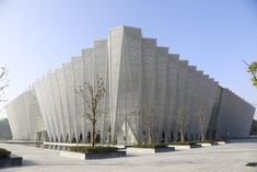 Bozhou Statium / Yuan Ye Architects Completed in 2018 in Bozhou China. PROJECT TECHNOLOGY The roof of the stadium is constructed with orthogonal pyramidal space truss. The curtain wall around is a triangular. China Architecture, Interior Architecture, Concrete Architecture, Space Truss, Outdoor Steps, Main Entrance, Steel Structure, Gallery, Building