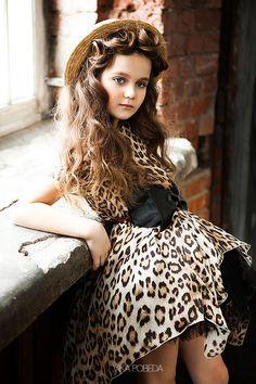 Portfolio für Sophia Kids Modefotograf von Vika Pobeda - www. Kids Fashion Photography, Girl Photography, Children Photography, Girl Photo Shoots, Glamour Photo, Young Fashion, Child Models, Beautiful Children, Kind Mode