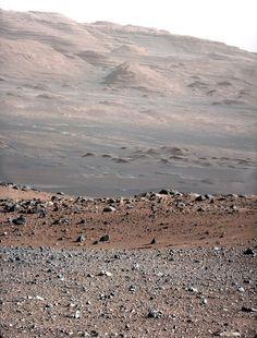 Marte, a colori - Lo scatto è stato realizzato con l'ottica da 100 millimetri di Curiosity per calibrarla. Questa ottica ha una risoluzione tre volte maggiore rispetto a quella da 34 millimetri. foto: NASA