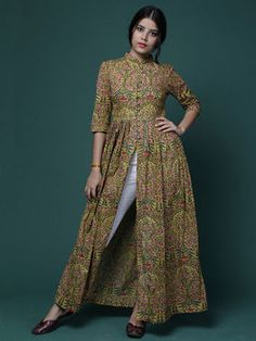Size Chart (In inches)- These are garment measurements. Length of cape is 55 inches XS - Chest : Upper Waist : Lower Waist : Sleeve : Hip : 34 Muslim Fashion, Ethnic Fashion, Pakistani Dresses, Indian Dresses, Western Dresses For Women, Simple Kurta Designs, Kurti Designs Party Wear, Frock Design, Indian Designer Wear