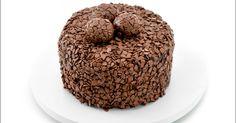 A confeiteira Carole Crema, da La Vie en Douce (SP), usa açúcar sem parcimônia - e conquista muitos fãs com isso. Seja no bolo de coco gelado, nos discos de paçoca, no pavê de Ovomaltine ou neste bolo de brigadeiro. Clique no MAIS para ver a receita Chocolates, Carole Crema, Dog Food Recipes, Cookies, Dinner, Breakfast, Desserts, Chocolate Sweets, Chocolate Chip Cookie