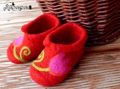 gefilzte Babyschuhe - wet felted baby shoes