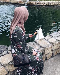 Pinterest @adarkurdish Hijab Niqab, Hijab Chic, Hijab Outfit, Hijabi Girl, Girl Hijab, Muslim Girls, Muslim Women, Muslim Fashion, Hijab Fashion