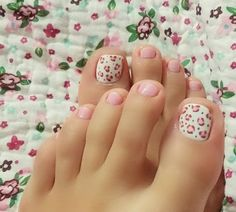 Toe Nail Art Collections To Make You Look Perfect - Nail Polish Addicted Pretty Toe Nails, Cute Toe Nails, Pretty Toes, Toe Nail Art, Love Nails, Pink Nails, My Nails, Hair And Nails, Cheetah Nails