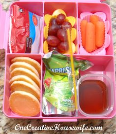 Kids School Lunch Ideas 747879081850806564 - One Creative Housewife: Kindergarten Lunches Week 5 would have to change that as R can't have sugar or litter at school 🙂 but easy to tweak! Lunch Box Bento, Non Sandwich Lunches, Lunch Snacks, Easy Snacks, Kids Lunch For School, Healthy Lunches For Kids, Healthy School Lunches, Work Lunches, Muffin Tin Recipes