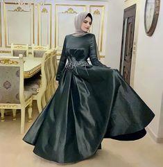 Hijab Dress, 34c, Satin Dresses, Green Dress, Fashion, Moda, Green Gown, Fashion Styles, Fashion Illustrations