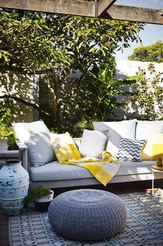 6 ways to spruce up your outdoor entertaining area. Photography by Natalie Hunfalvay. Styling by Adam Robinson. Outdoor Areas, Outdoor Rooms, Outdoor Dining, Outdoor Decor, Outdoor Retreat, Dining Table, Wood Patio Furniture, Outdoor Garden Furniture, Porches