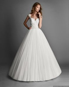 Princess-style beaded lace and tulle wedding dress with lace back. Princess Style, Yes To The Dress, Beaded Lace, Lace Back, Getting Married, Wedding Gowns, Tulle Wedding, Marie, Ball Gowns
