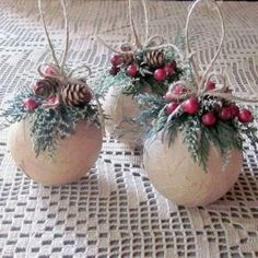 30 DIY Rustic Christmas Ornaments Ideas DIY Christmas ornament: decoupage brown paper and faux berries, pine, pine cones, twine Rustic Christmas Ornaments, Noel Christmas, Christmas Wreaths, Ornaments Ideas, Woodland Christmas, Diy Christmas Tree Decorations, Homemade Christmas Ornaments, Dough Ornaments, Christmas 2019