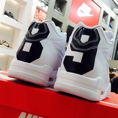 10/2(Fri) RELEASE  NIKE AIR FLIGHT 89 LE QS  804605-100 ¥15,000-(+Tax)  #atmos#sportslabbyatmos#sportslab#tokyo#harajuku#timberland#nike#nikesportswear#nsw#nikesb#swoosh#jordan#airmax#sneakers#kicks#airmaxalways#above_kicks#hypebeast#solecollector#sneakerfreaker#nicekicks#instakicks#kicksmania