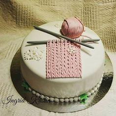 #ingridskakerbørsa #bursdagskake #marsipankake #strikkekake @hege_strikk #sørtrøndelag #skaunkommune #børsa Cake Decorating, Decorating Ideas, Food And Drink, Instagram Posts, Desserts, Pastry Chef, Birthday Cakes, Cooking, Tailgate Desserts
