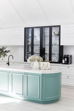 Kitchen Interior Design Remodeling Three Birds Renovations - House 9 Kitchen, The Bold Extension - Home Decor Kitchen, Interior Design Kitchen, Home Renovation, Home Remodeling, Three Birds Renovations, Stylish Kitchen, Traditional Kitchen, Modern Traditional, Traditional Exterior