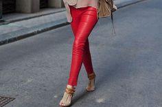 calça vermelha Calça vermelha é a peça da vez