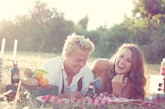 engagement photo idea-picnic