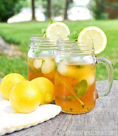 Ice Tea: http://www.casalmisterio.com/que-tal-um-cha-gelado-com-gelo-de-limao-274023