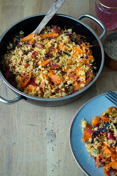 oriental millet bowl with vegetable stripes, raisins, pistachios and a delicate tahina sauce - a lovely recipe for cold days! Vegan Dinner Recipes, Vegan Dinners, Superfood, Yummy Veggie, Couscous, Lentils, Paella, Curry, Healthy Eating