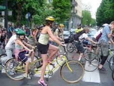 Portland is named the most bike friendly city in the United States! 180 miles of bike lanes, 79 miles of off street bike paths. Bike boxes, and bike commuting trains. Bicycling Magazine, Bike Path, Commuter Bike, Street Bikes, Life Inspiration, Vintage Shops, Bicycle, Portland Oregon, City