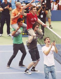 The Wanted dancing to Call Me Maybe.... The guy in the lower left OMG!