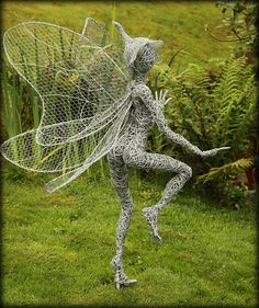 Robin Wight is an British artist uses stainless steel wire to make and form into Beautiful sculpture Fairies . He only started wire sculptures about a Chicken Wire Art, Chicken Wire Sculpture, Chicken Wire Crafts, Wire Art Sculpture, Stone Sculpture, Wire Sculptures, Garden Whimsy, Garden Art, Robin Wight