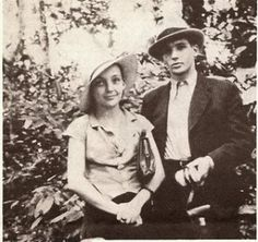 Marguerite Duras & her brother Vietnam Marguerite Duras, Smiling People, Writers And Poets, Peter Lindbergh, Literature Books, Tropical Style, Her Brother, Good People, Vintage Photos