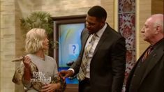 Michael Strahan is cured of his snake fear through NLP.