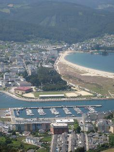Puerto deportivo y playa de Covas desde el mirador del Monte San Roque. Viveiro. Galicia. Spain.