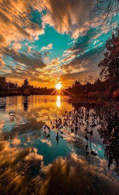 a beautiful sunset. What a beautiful sunset.What a beautiful sunset. Beautiful Nature Wallpaper, Beautiful Sky, Beautiful Landscapes, Beautiful Nature Images, Best Nature Photos, Beautiful Sunset Pictures, Dream Images, What A Beautiful World, Nature Pics