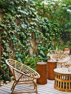Mobiliário de Madeira em Área Externa