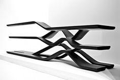 Meuble de Zaha Hadid en granit, présenté à la design week de Milan.