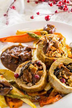 {Vegan Party Meal}: Stuffed Seitan Roast by chadrouin Seitan, Uk Recipes, Veggie Recipes, Vegan Vegetarian, Vegetarian Recipes, Plat Vegan, Vegan Roast, Vegan Christmas, Christmas Mood