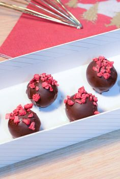 Chocolate Box Packaging, How To Make Chocolate, Chocolate Making, High Tea, Panna Cotta, Pudding, Sweets, Candy, Dinner