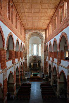 Wnętrze kolegiaty w Tumie - po renowacji
