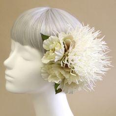 髪飾り・ヘッドドレス/糸菊とリシアンサスのヘアピック(白) - ウェディングヘッドドレス&花髪飾りairaka