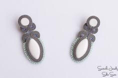 awesome Grey and white soutache earrings with Preciosa beads and Toho. Clay Earrings, Beaded Earrings, Soutache Jewelry, Beaded Jewelry, Passementerie, Diy Rings, Homemade Jewelry, Ring Necklace, Beaded Embroidery