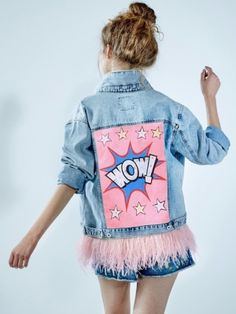 """Denim jacket """"Wow"""" of gently blue color. Hand painted, decorated wi… Denim jacket """"Wow"""" of gently blue color. Hand painted, decorated with detachable ostrich feathers of pink colour.Woven label in organic cotton.NOT VINTAGE JACKET! Diy Jeans, Outfit Jeans, Denim Kunst, Custom Clothes, Diy Clothes, Denim Fashion, Fashion Outfits, Painted Denim Jacket, Painted Jeans"""