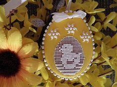 Easter Cookies, Sugar Cookies, Edible Art, Easter Crafts, Happy Easter, Cookie Decorating, Gingerbread, Decoupage, Christmas Bulbs