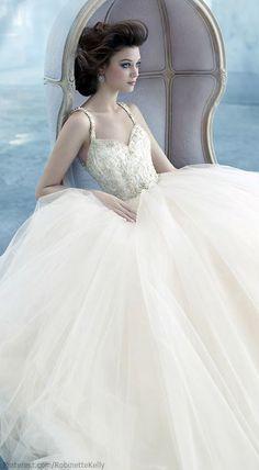 Lazaro - Romantic Sweetheart Ball Gown in Silk Organza.