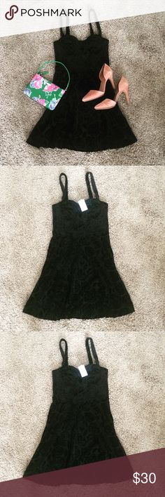 NWT Abercrombie Velvet Floral Dress Soft velvet black flower dress by Abercrombie & Fitch. Bustier-like torso and skater dress bottom. Figure flattering with a little stretch. New with tags! Abercrombie & Fitch Dresses Mini