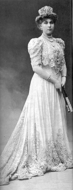 Fleur de Lys Tiara - original form--Queen Ena of Spain-1906