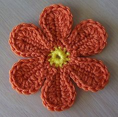 flat 6 petaled crochet flower tutorial — This is a perfect, simple flower. I c… flat 6 petaled crochet flower tutorial — This is a perfect, simple flower. I could picture this type of flower painted on the Mystery Machine. Appliques Au Crochet, Crochet Motifs, Knit Or Crochet, Crochet Hooks, Crochet Leaves, Crochet Daisy, Yarn Flowers, Knitted Flowers, Flower Hats