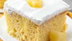 Oreo Pudding Poke Cake is the recipe that started the poke cake rage! Chocolate cake mix, Oreo Pudding and whipped topping. Pudding Poke Cake, Oreo Pudding, Pineapple Pudding, Banana Cream Pudding, Best Cake Mix, Fridge Cake, Poke Cake Recipes, Chocolate Cake Mixes, Yellow Cake Mixes