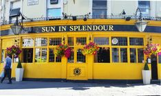 Notting Hill pub - Sun In Splendour | Things to do in London: A globetrotters' guide to getting blissfully lost in the backstreets of Notting Hill and Portobello Road Market.